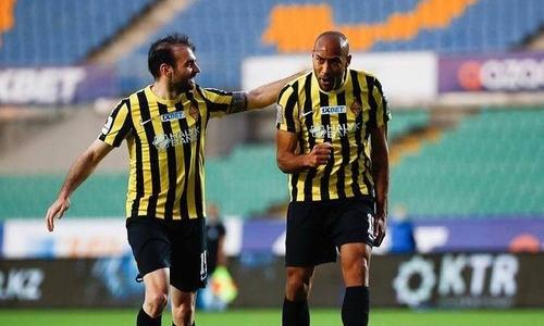 Как «Кайрат» после удаления Вагнера Лава забил три безответных гола «Ордабасы». Видео