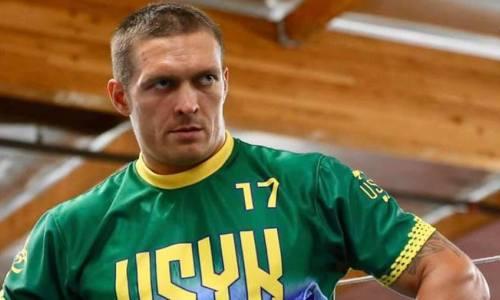 Александр Усик поздравил подписчиков с Пасхой и показал фото в рясе священника