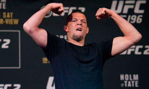 Звездный боец выбыл из карда турнира UFC с участием казахского файтера
