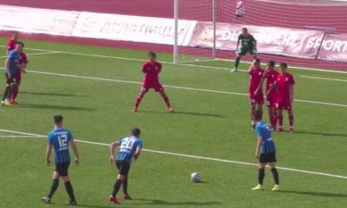 Сумасшедший гол со штрафного забит в матче Первой лиги. Видео