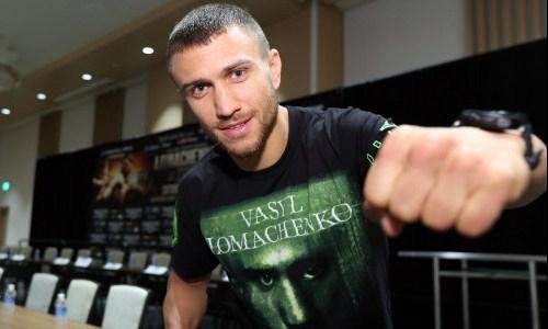 Ломаченко прибыл в США для подготовки к бою с Накатани. Фото