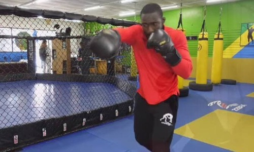 Экс-боец UFC показал видео своей тренировки перед титульным боем с казахстанцем в США