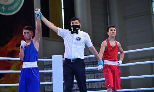 «Мне будет сложно». Казахстанский боксер рассказал о переходе в новый вес и подготовке к ЧА-2021