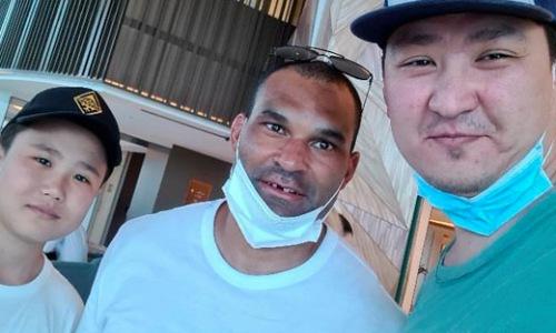 Найджела Доуса поймали в Дубае, где он весело проводит свой отдых