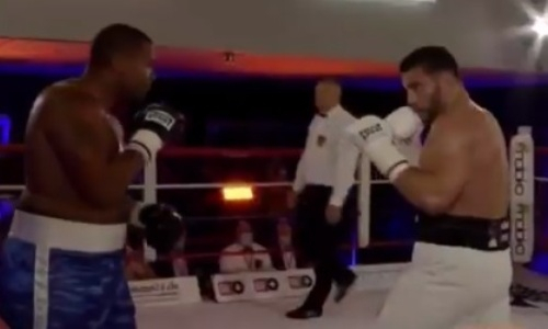 «Чемпион в отпуске» вернулся на ринг и жестоко финишировал стопроцентного нокаутера. Видео