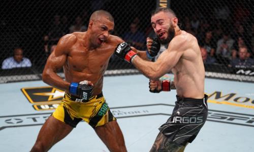 Экс-соперник Хабиба Нурмагомедова выдал необычный нокаут на UFC 262. Видео