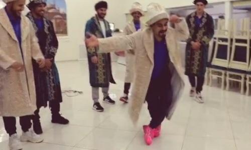 Бразильцы казахстанского клуба зажигательно станцевали в чапанах. Видео