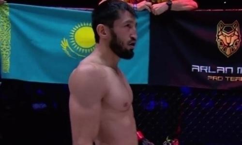 Американский промоушен официально представил известного казахстанского бойца ММА