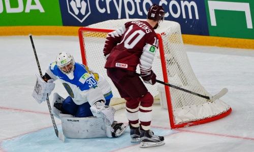 Хоккеист сборной Казахстана стал третьей звездой дня на чемпионате мира-2021