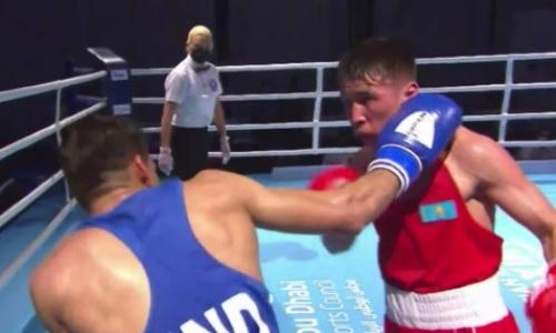 Засудили? Видео боя, в котором Казахстан лишился первого боксера на ЧА-2021