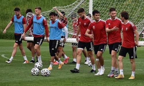 «Кайсар» представил фото с подготовки к выездному матчу КПЛ против «Кайрата»