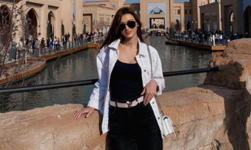 «Идеальная, просто бомба!» Сабина Алтынбекова впечатлила фанатов новым изысканным фото