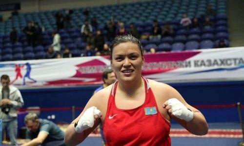 Десятикратная чемпионка Казахстана нокаутировала соперницу и вышла в финал ЧА-2021
