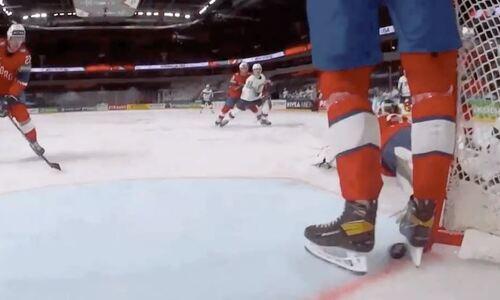 Защитник следующего соперника сборной Казахстана совершил сейв коньками и остановил шайбу на линии. Видео