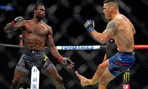 Экс-чемпион UFC сделал свои первые шаги после страшного перелома на турнире в США. Видео
