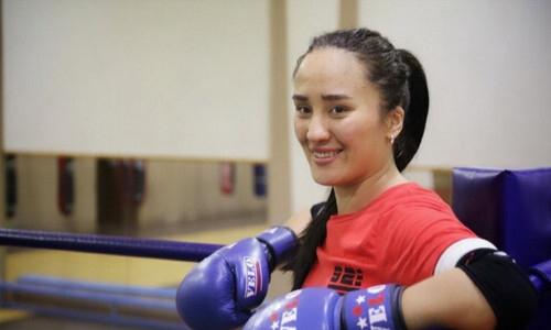 Казахстанская боксерша провела тренировку под руководством олимпийского чемпиона перед финалом ЧА-2021. Видео