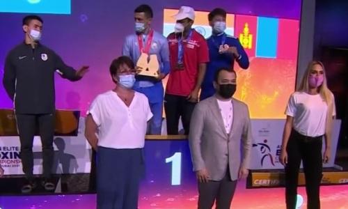 Обидно до слез. Видео реакции казахстанских боксеров на медали ЧА-2021 после спорного судейства финалов