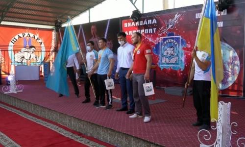 Казахстанцы завоевали «золото» на чемпионате по армрестлингу