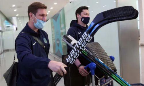 Улыбались и стремительно шли к выходу. Как в Нур-Султане встретили сборную Казахстана по хоккею с чемпионата мира. Видео