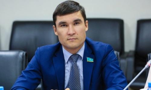 «Не позволили взять золотую медаль». Серик Сапиев высказался о провале казахстанских боксеров на ЧА-2021