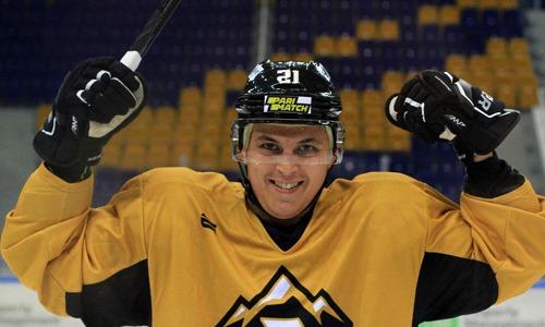 После четырех лет в «Алматы» игрок перешёл в «Алтай-Торпедо»
