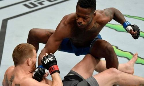 Дебютант установил рекорд UFC по самому быстрому нокауту и неудачно отпраздновал. Видео