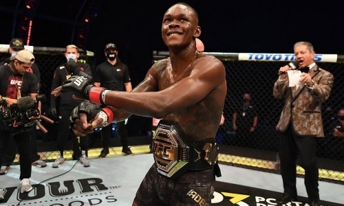 «Организуем ему бой». Президент UFC назвал дату следующей защиты пояса Адесаньи