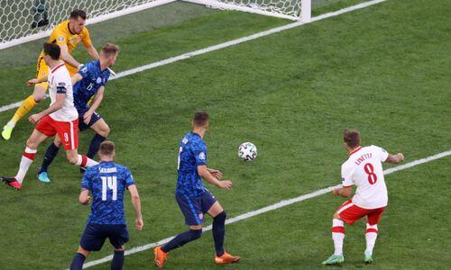 Польша сенсационно проиграла Словакии в матче с автоголом и удалением на старте ЕВРО-2020
