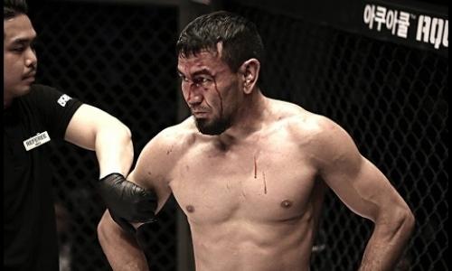 Ермек Тлауов «задушен» кыргызом на турнире в Атырау. Видео