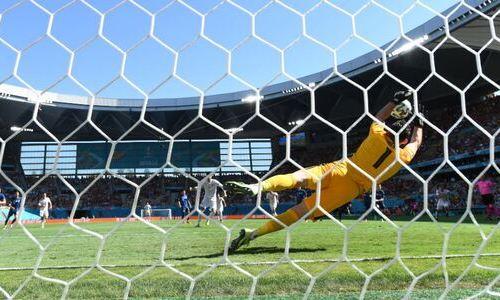 Фантастический сэйв голкипера Словакии не позволил Испании открыть счет на 11 минуте в матче ЕВРО-2020. Видео