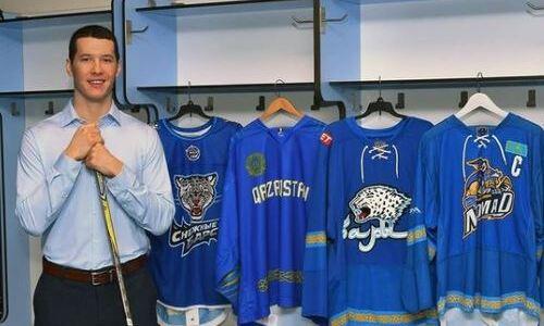Хоккеист сборной Казахстана встретился с Роналдиньо и сыграл с ним в футбол. Фото