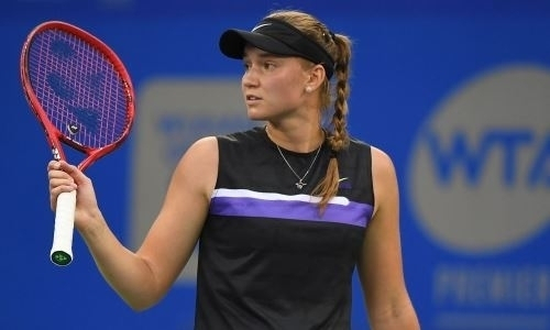 Елена Рыбакина отыграла два матч-пойнта и вышла в полуфинал турнира WTA в Истборне
