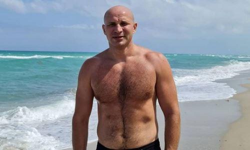 Стопроцентный нокаутер-супертяж из Казахстана провел тренировку с экс-чемпионом UFC