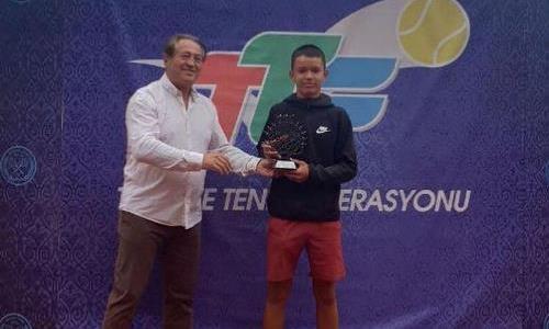 Казахстанец победил в соревновании серии «Tennis Europe» в Анкаре
