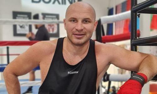 Стопроцентный нокаутер-тяжеловес из Казахстана прибыл в Алматы для своего десятого боя. Фото