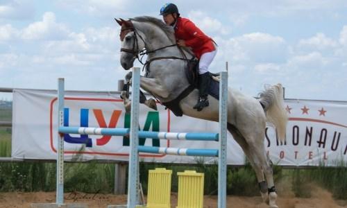 Сборная Казахстана по конному спорту проводит сбор в России