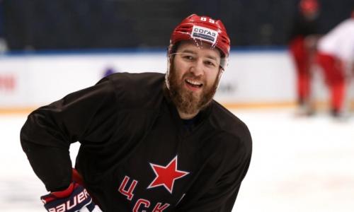Клуб хоккеиста сборной Казахстана подписал защитника из НХЛ