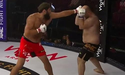 «Великан из Дагестана» зверски нокаутировал 138-килограммового супертяжа. Видео