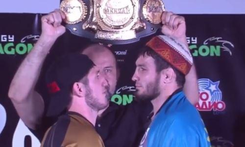 Казахстанский файтер провел дуэль взглядов с россиянином перед боем за титул чемпиона ACA. Видео