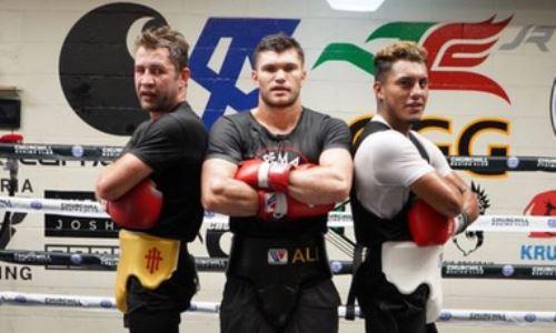 Казахстанский боксер из команды Головкина проводит спарринги с экс-чемпионом мира