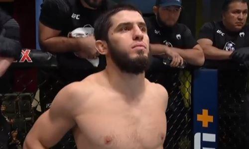 Махачев «задушил» Мойзеса в главном бою турнира UFC в Лас-Вегасе