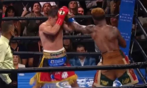 Видео лучших моментов боя Чарло — Кастаньо за звание «абсолюта» со спорным исходом
