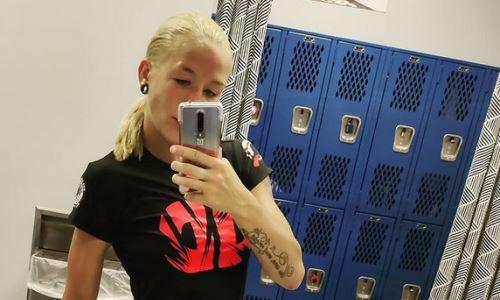 Казахстанская файтерша показала фото со звездой UFC