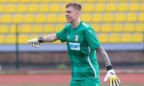 Казахстанский вратарь пропустил три мяча за полчаса в дебютном матче за российский клуб. Видео