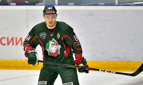 Топ-клуб хоккеиста сборной Казахстана в КХЛ подписал контракт с защитником