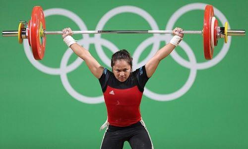 Опередившая Чиншанло ивыигравшая «золото» вТокио тяжелоатлетка установила два олимпийских рекорда