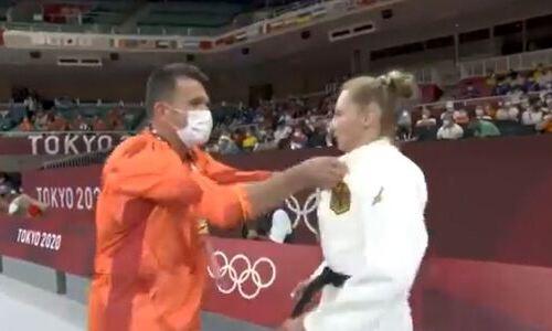 Немецкая дзюдоистка получила по лицу от своего тренера и проиграла на Олимпиаде с участием Казахстана. Видео