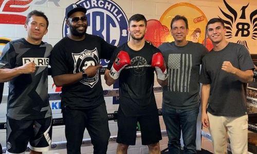 Казахстанский боксер из команды Головкина поделился настроем на бой с «Пантерой». Видео