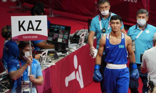 Казахстанский боксер отправил узбека в нокдаун и вышел в четвертьфинал Олимпиады-2020