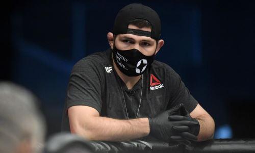 Хабиб Нурмагомедов помог американцу, которого нокаутировал его боец на турнире Bellator. Видео